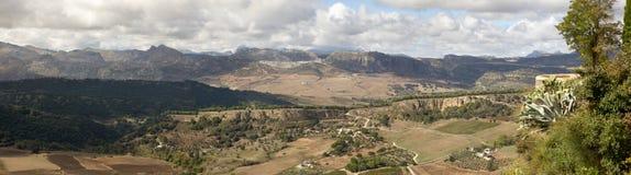 Ronda, vue des murs de ville à aménager en parc image stock