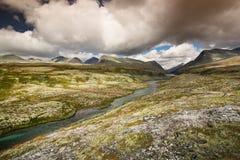 Rondane nationaal park met bergen en rivier royalty-vrije stock afbeelding