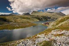 Rondane nationaal park met hut Rondvassbu royalty-vrije stock afbeeldingen