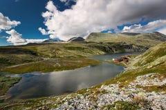 Rondane nationaal park met hut Rondvassbu royalty-vrije stock foto