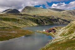 Rondane nationaal park met hut Rondvassbu royalty-vrije stock foto's