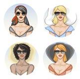 Ronde avatars van verschillende vrouwen in zonnebril en de zomerkleren stock illustratie
