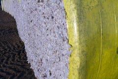 Ronde balen van geoogst die katoen in geel plastiek wordt verpakt royalty-vrije stock foto