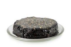 Ronde eigengemaakte die cake met chocolade op witte achtergrond wordt geïsoleerd Stock Foto