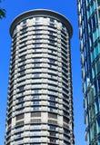 Ronde Flatgebouw met koopflatstorens met Balkons Stock Afbeeldingen