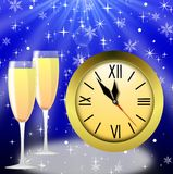 Ronde klok en twee glazen met champagne Stock Afbeelding