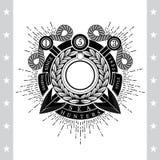 Ronde Kroon met Dwarsharpoenen Overzees Uitstekend Zwart Geïsoleerd Etiket Stock Fotografie