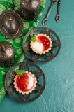 Ronde tartlets met rode jam royalty-vrije stock afbeeldingen