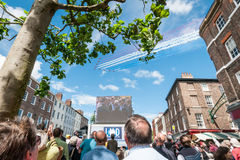 Ronde van Frankrijk die met Rode Pijlen over York openen Stock Foto's