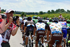Ronde van Frankrijk 2014 Stadium 3 (Cambridge aan Londen) met toeschouwers die foto's van peloton nemen Stock Afbeeldingen