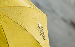 Ronde van Frankrijkparaplu met Waterdalingen stock foto's