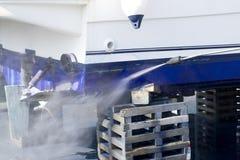 Rondella di pressione di acqua di pulizia del guscio della barca Fotografia Stock Libera da Diritti
