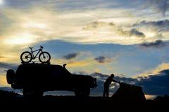 Rondin agréable et d'amusement de camping images libres de droits