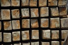 Rondins en bois carrés Image libre de droits