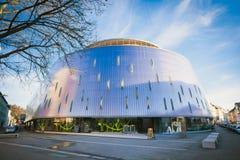Rondo κτήριο διαμερισμάτων που βρίσκεται σύγχρονο στην πόλη του Γκραζ Στοκ φωτογραφία με δικαίωμα ελεύθερης χρήσης