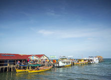 Паромы на пристани острова rong koh в cambodiaferries на rong i koh Стоковая Фотография