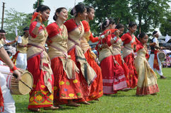Rongali Bihu på Rong Ghar av historiska Sivasagar, Assam royaltyfria bilder