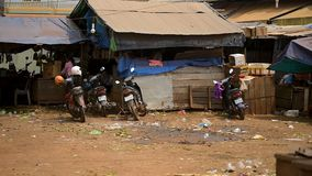 Ront της εισόδου στην τοπική αγορά τροφίμων οδών