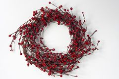 Rood Berry Christmas Wreath op Witte Achtergrond Stock Foto
