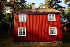 Rood blokhuis Telemark, Noorwegen Stock Foto's