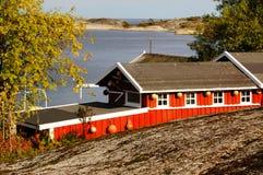 Rood botenhuis dichtbij fjord Kragero, Portor, Noorwegen Royalty-vrije Stock Foto