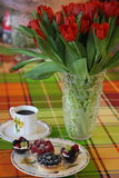 Rood de Koffieontbijt van Tartas van Tulpencakes stock foto's