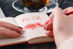 Rood de liefdehart van de potloodtekening Stock Foto's