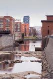 Rood de rivieroevercentrum van baksteen oud fabrieken van Tampere, Finland royalty-vrije stock foto