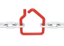 Rood die huissymbool met metaalkettingen wordt geblokkeerd Stock Foto's