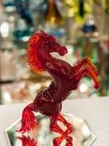Rood die paard van muranoglas wordt gemaakt Royalty-vrije Stock Fotografie