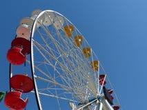 Rood en Geel Ferris Wheel Cars Stock Afbeelding