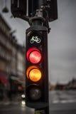 Rood en geel fietsverkeerslicht Stock Foto's
