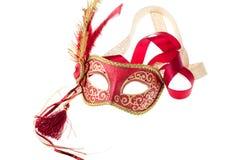 Rood en goud bevederd Carnaval masker stock afbeeldingen