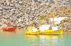 Rood en goud geschilderde vissersboten. Royalty-vrije Stock Afbeeldingen