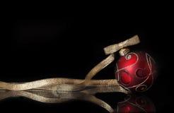 Rood en gouden Kerstmisornament Stock Afbeelding
