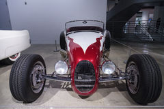 Rood en wit 1927 Ford Roadster royalty-vrije stock fotografie