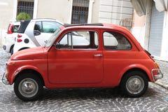 Rood Fiat 500 Stock Fotografie