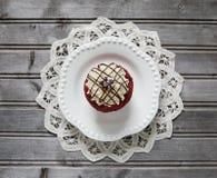 Rood Fluweel Cupcake Royalty-vrije Stock Afbeeldingen