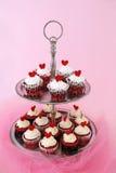 Rood fluweel cupcakes Royalty-vrije Stock Afbeelding