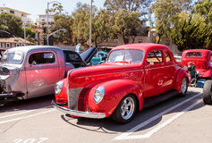 Rood 1940 Ford Deluxe Opera Coupe Stock Afbeelding