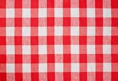 Rood gecontroleerd stoffentafelkleed Stock Afbeelding