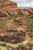 Rood gekleurd Adobe-huis in Bolivië Stock Afbeelding
