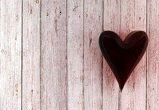 Rood glashart op witte houten achtergrond Stock Afbeelding