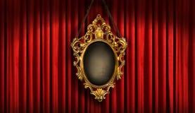Rood gordijn met oud frame royalty-vrije stock foto
