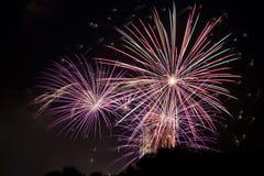 Rood groen en oranje vuurwerk met fonkelende sterren Stock Afbeeldingen