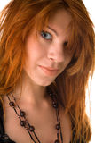 Rood haired meisje met slordig haar Stock Foto's