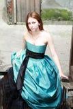Rood haired meisje op de treden Royalty-vrije Stock Foto's