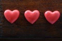 Rood hart drie op houten achtergrond Stock Foto's