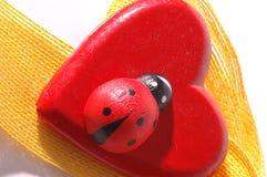 Rood hart en lint royalty-vrije stock afbeelding
