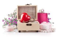 Rood hart met sleutel in doos Royalty-vrije Stock Afbeeldingen